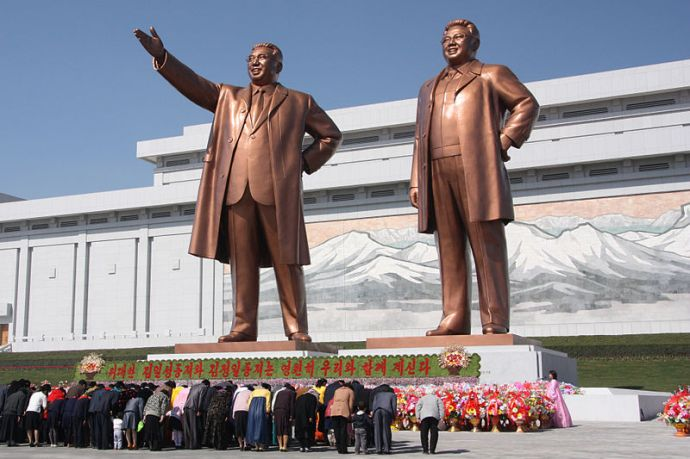 Bowing to the statues of Kim Il Sung and Kim Jong Il, photograph by J.A. de Roo